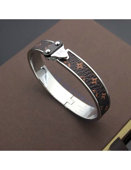 Brazalete acero Louis Viutton con relieve